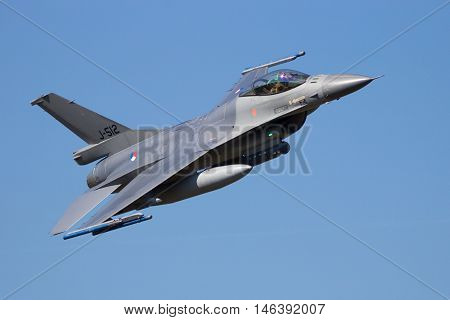 Fast F-16 Flyby