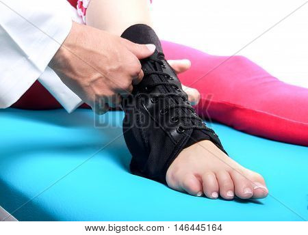 woman doing therapy for ankle in the hospital