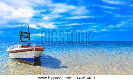 Fischerboot im Ionischen Meer in Griechenland