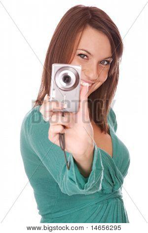 retrato de uma bela morena jovem falando uma imagem