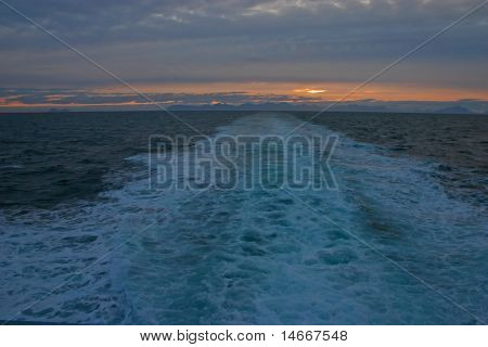 Boot Wake am Abend