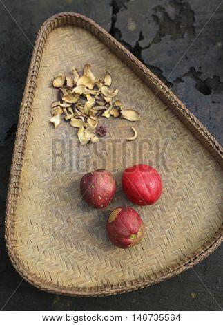 Phaleria Macrocarpa / Buah Mahkota Dewa