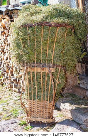 Gerla of grass hay It is a typical basket in wood wicker to bring the hay