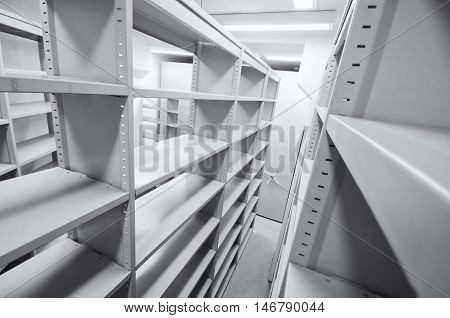 Empty archive storage units archive rolling storage system