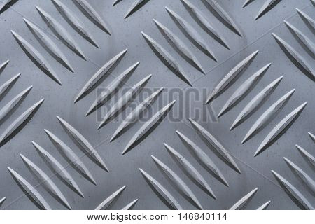 Aluminum plate with large diamond shaped structure