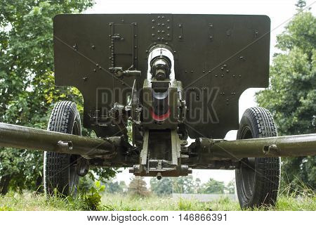 sighting system and charging a 76- mm divisional gun of the sample of 1942 the Soviet army . It was used during the Second World War