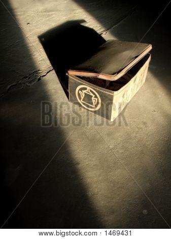 Caixa de Metal antiga