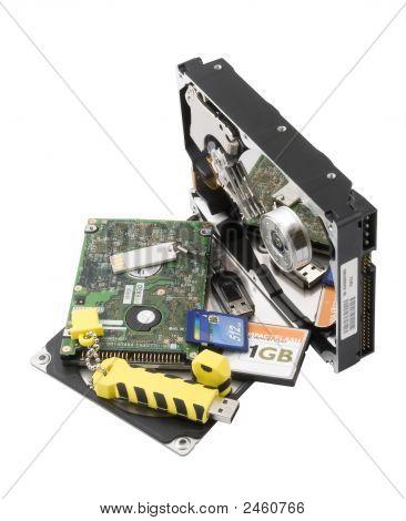 Dos discos duros y tarjetas Flash