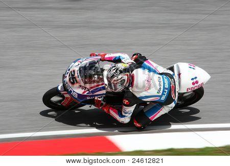 SEPANG, na Malásia - 23 de outubro: piloto de 125cc que Maverick Vinales concorre no dia da corrida da Shell Advanc
