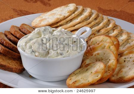 Crackers And Spinich Dip