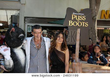 """LOS ANGELES - 23 Okt: Antonio Banderas, Salma Hayek Ankunft """"Puss In Boots""""-Premiere auf der"""