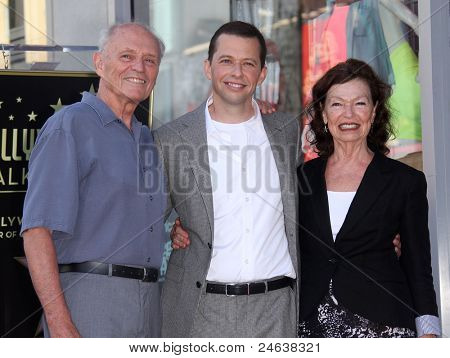LOS ANGELES - SEP 18:   Jon Cryer & Parents arrives to the Walk of Fame - JON CRYER  on September 27,2011 in Hollywood, CA