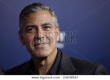 LOS ANGELES - 27 SEP: George Clooney llega a la