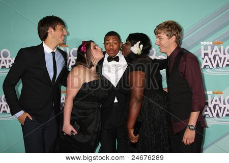 LOS ANGELES - OCT 26: Nick Cannon (C) with Kyle Weiss, Emily-Anne Rigal, Shanoah Washington and James O'Dwyer  arriving at the 2011 Nickelodeon HALO Awards at Hollywood Palladium on October 26, 2011