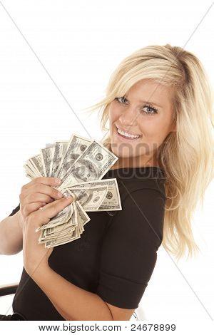 Frau schwarzen Kleid hundert-Dollar-Scheine