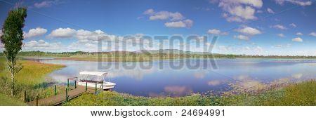 Mareeba humedales Australia hermoso desierto, con cielo azul y el idílico lago Turismo paraíso