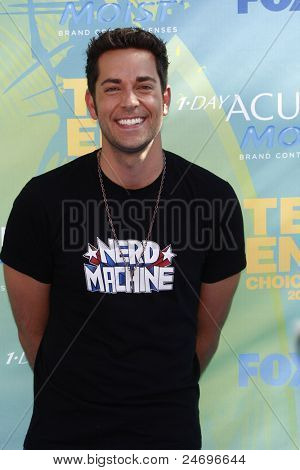 LOS ANGELES - AUG 7: Zachary Levi arrives at the 2011 Teen Choice Awards held at Gibson Amphitheatre on August 7, 2011 in Los Angeles, California