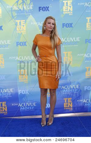 LOS ANGELES - AUG 7: Blake Lively arrives at the 2011 Teen Choice Awards held at Gibson Amphitheatre on August 7, 2011 in Los Angeles, California