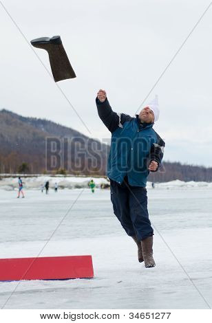 Valenok Throwing At Baikal Fishing 2012
