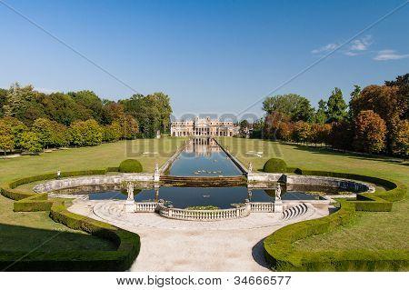 Ancient Villa Pisani Garden In Sta
