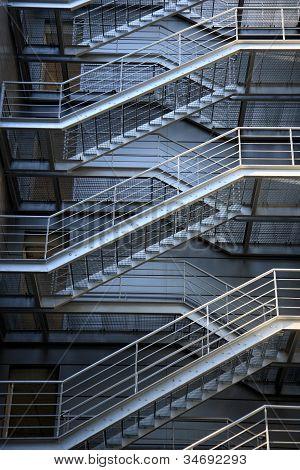 Escaleras metálicas de evacuación