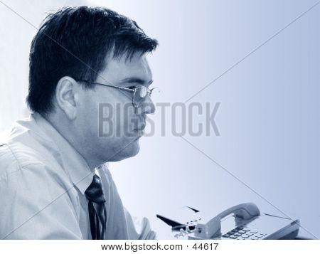 Zakenman In zijn kantoor