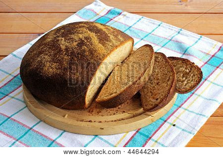 Round wholemeal loaf.