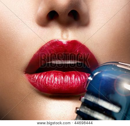 Singing Woman with Retro Microphone. Beauty Glamour Singer Girl. Vintage Style. Song. Karaoke. Sexy Lips