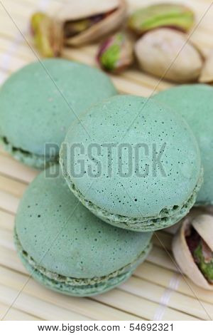Pistachio macaroons and pistachio nuts