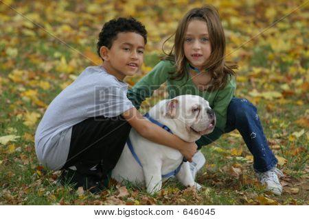 Kinder und Hund