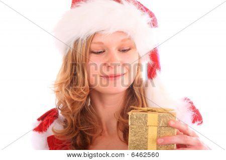 Miss Santa está feliz com uma caixa de presente