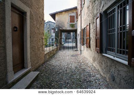 Padengha Sul Garda Castle