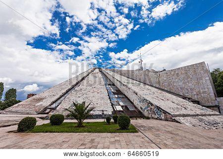 The Pyramid, Tirana