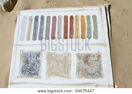 Natural Pigments Made from Desert Sand and Flora