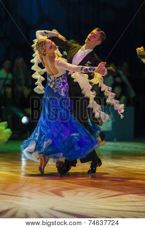 Minsk-belarus, October 18, 2014: Kirill Shvaibovich-kalickaya Evgeniya Perform Adult Standard Europe