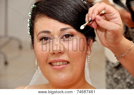 Young brunette overweight bride posing for the camera