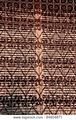 Metal window lattice and its shadow