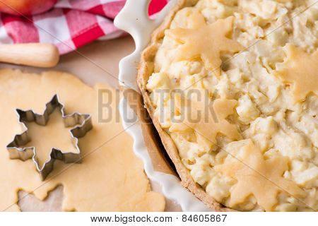 Raw Shortcrust Pie With Vanilla Custard And Apples Filling