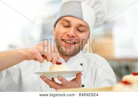 Confectioner with cake