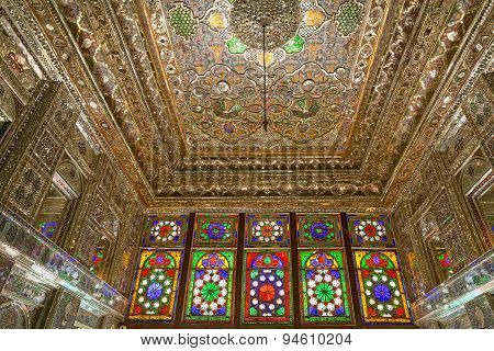 Zinat ol Molk House main room interior