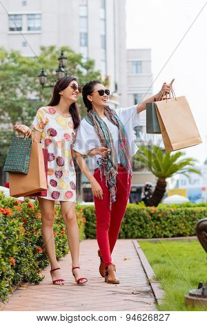 Gorgeous Girls With Shopping Bags