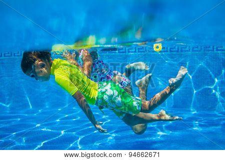 Underwater kid