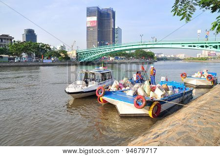 Ho Chi Minh City, Vietnam - April 24, 2015: Preparing To Release Fishes In The Saigon River In The N