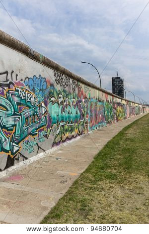 graffiti on berlin wall, east side gallery