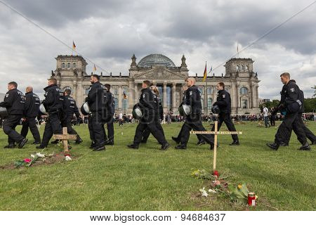 Police in front of german parliament , berlin