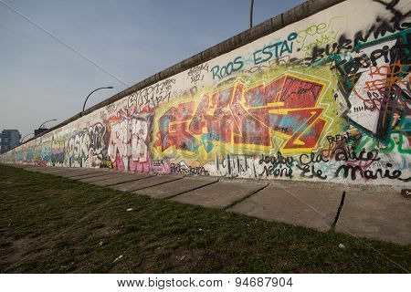 berlin wall - graffiti at east side gallery, berlin germany