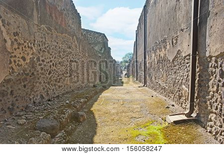 The stone walls of the different buildings of the ancient Roman city - Pompeii Italy.