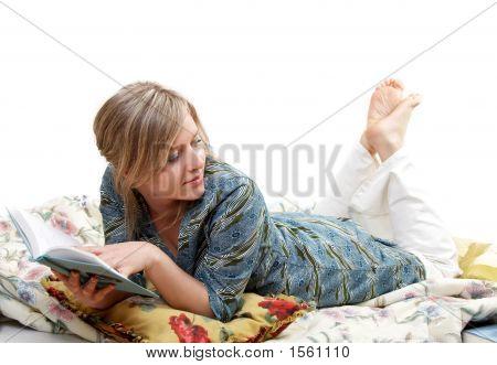 Frau ist das Buch lesen