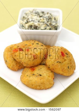 Spicy Crab Cakes With Spinach And Artichoke Dip