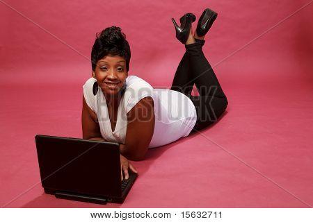Mujer negra en estudio